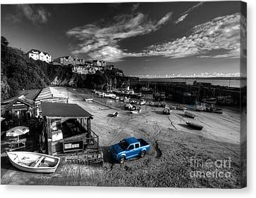 Newquay Harbour  Pickup  Canvas Print by Rob Hawkins