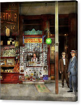 Newsstand - Standing Room Only 1908 Canvas Print by Mike Savad
