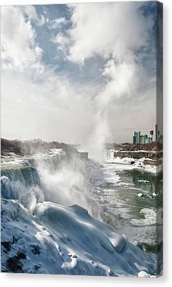 Canvas Print featuring the photograph Niagara Falls 4601 by Guy Whiteley