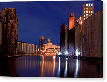 Night At Ohio Street Bridge Canvas Print