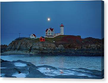 Canvas Print featuring the photograph Nubble Lighthouse Lit For Christmas by Jeff Folger