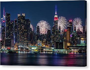 Nyc 4th Of July Fireworks Celebration Canvas Print