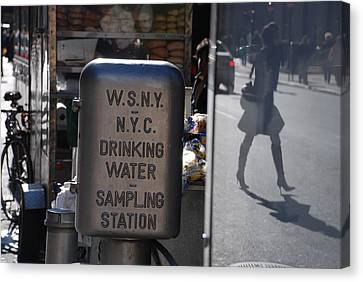 Nyc Drinking Water Canvas Print by Rob Hans