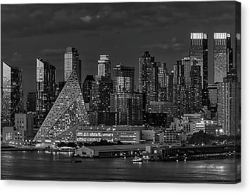 Canvas Print featuring the photograph Nyc Golden Empire Bw by Susan Candelario