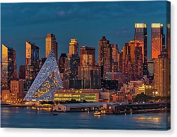 Canvas Print featuring the photograph Nyc Golden Empire by Susan Candelario