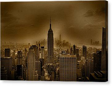 Centre Canvas Print - NYC by Martin Newman