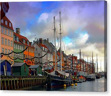 Nyhavn Harbour Canvas Print by Dorothy Berry-Lound