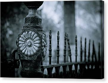 Canvas Print featuring the photograph Oakwood Cemetery by Linda Unger