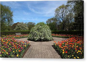 Octagon Garden At Cantigny Park Canvas Print by Rosanne Jordan