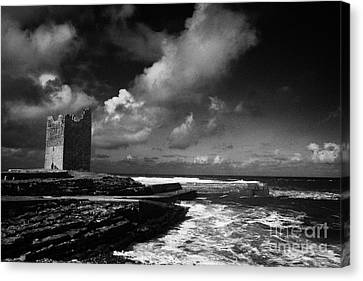 O'dowds Rosslea Castle And Easkey Pier Easkey County Sligo Republic Of Ireland Canvas Print