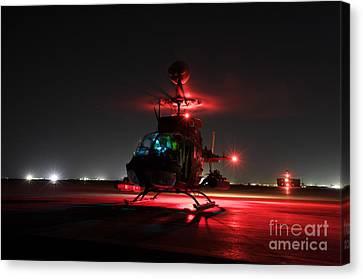 Oh-58d Kiowa Pilots Run Canvas Print by Terry Moore
