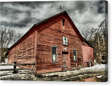 Canvas Print featuring the photograph Old Barn In Roslyn Wa by Jeff Swan