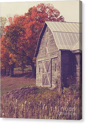 Old Barn In Vermont Canvas Print by Edward Fielding