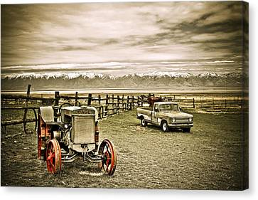 Old Case Tractor Canvas Print by Marilyn Hunt
