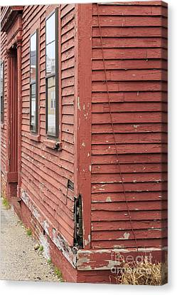 Old Colonial New England Home Canvas Print by Edward Fielding