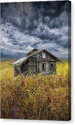 Old Forlorn Decrepit Building In A Field Of Brown Prairie Grass Under Threatening Skies Canvas Print