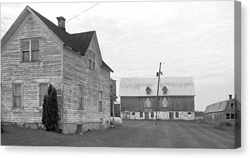 Old House With Barn On Clarks Lake Road Canvas Print by Stephen Mack