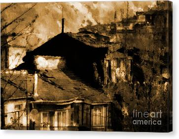 Canvas Print featuring the photograph Old Istanbul by Dariusz Gudowicz