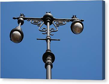 Old Lamppost Canvas Print by Rob Hans