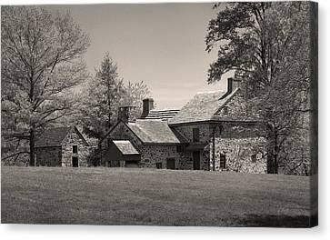 Old Pennsylvania Homestead Canvas Print by Gordon Beck