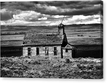 Old School House Bickelton Wa Black And White Canvas Print by Jeff Swan