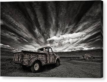 Old Truck (mono) Canvas Print by Thorsteinn H. Ingibergsson
