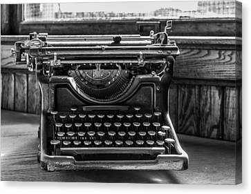 Old Typewriter Canvas Print by Thomas Young