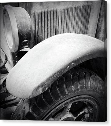 Old Vehicle Canvas Print by Les Cunliffe