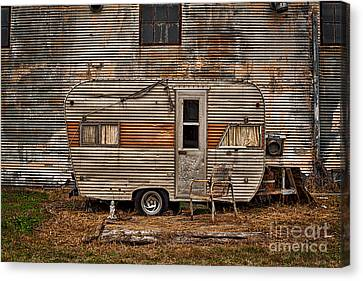Old Vintage Rv Camper In The Mississippi Delta Canvas Print by T Lowry Wilson