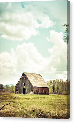 Olsen Barn In Green Canvas Print