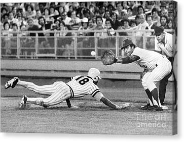 Omar Moreno Attemps To Steal But Makes It Back To First. 1977 Canvas Print