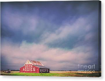 Ominous Clouds Over The Aggie Barn In Reagan, Texas Canvas Print