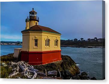 Oregon Coast Lighthouse Canvas Print by Garry Gay