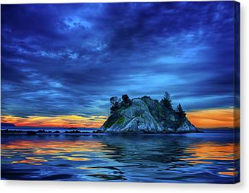 Canvas Print featuring the photograph Pacific Sunset by John Poon