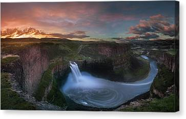 Canvas Print featuring the photograph Palouse Falls Sunrise by William Lee
