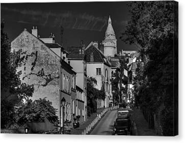Canvas Print featuring the photograph Paris - Montmartre Streetscape 002 Bw by Lance Vaughn