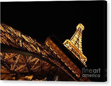 Canvas Print featuring the photograph Paris by Wilko Van de Kamp
