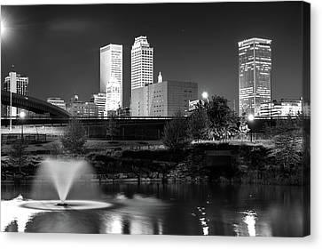 Park View Of The Tulsa Skyline Black And White - Oklahoma Usa Canvas Print