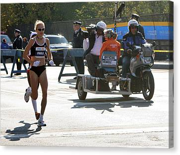 Paula Radcliffe 2007 Ing Nyc Marathon 2 Canvas Print by Terry Cork