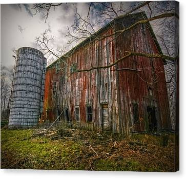 Pennsylvania Barn Canvas Print by Linda Unger