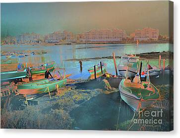 Canvas Print featuring the photograph Pesca En Moral by Alfonso Garcia