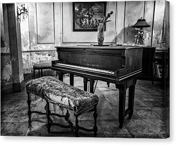 Canvas Print featuring the photograph Piano At Josie's House Bw by Joan Carroll