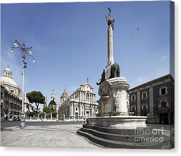 Piazza Duomo In Catania Canvas Print by Wolfgang Steiner