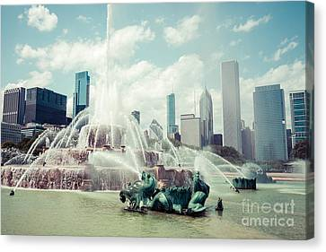 Picture Of Buckingham Fountain With Chicago Skyline Canvas Print by Paul Velgos