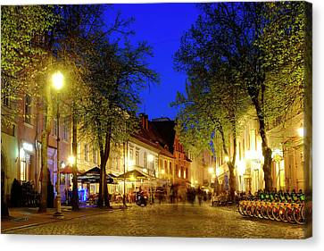Canvas Print featuring the photograph Pilies Street by Fabrizio Troiani