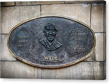 Plaque Remembering Oscar Wilde In Dublin Canvas Print by RicardMN Photography