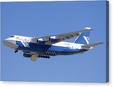 Polet Antonov An-124 Ra-82080 Landing Phoenix-mesa Gateway Airport January 14  Canvas Print by Brian Lockett