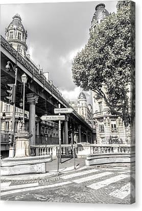 Pont De Bir-hakeim, Paris, France Canvas Print