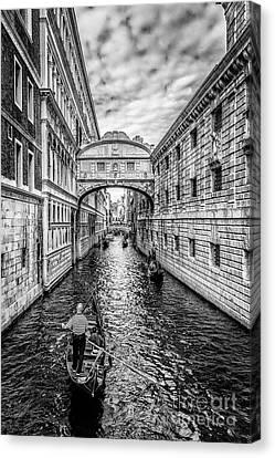Ponte Dei Sospiri, Venezia Canvas Print by Traven Milovich