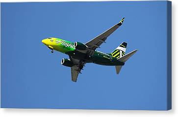 Canvas Print featuring the photograph Portland Timbers - Alaska Airlines N607as by Aaron Berg